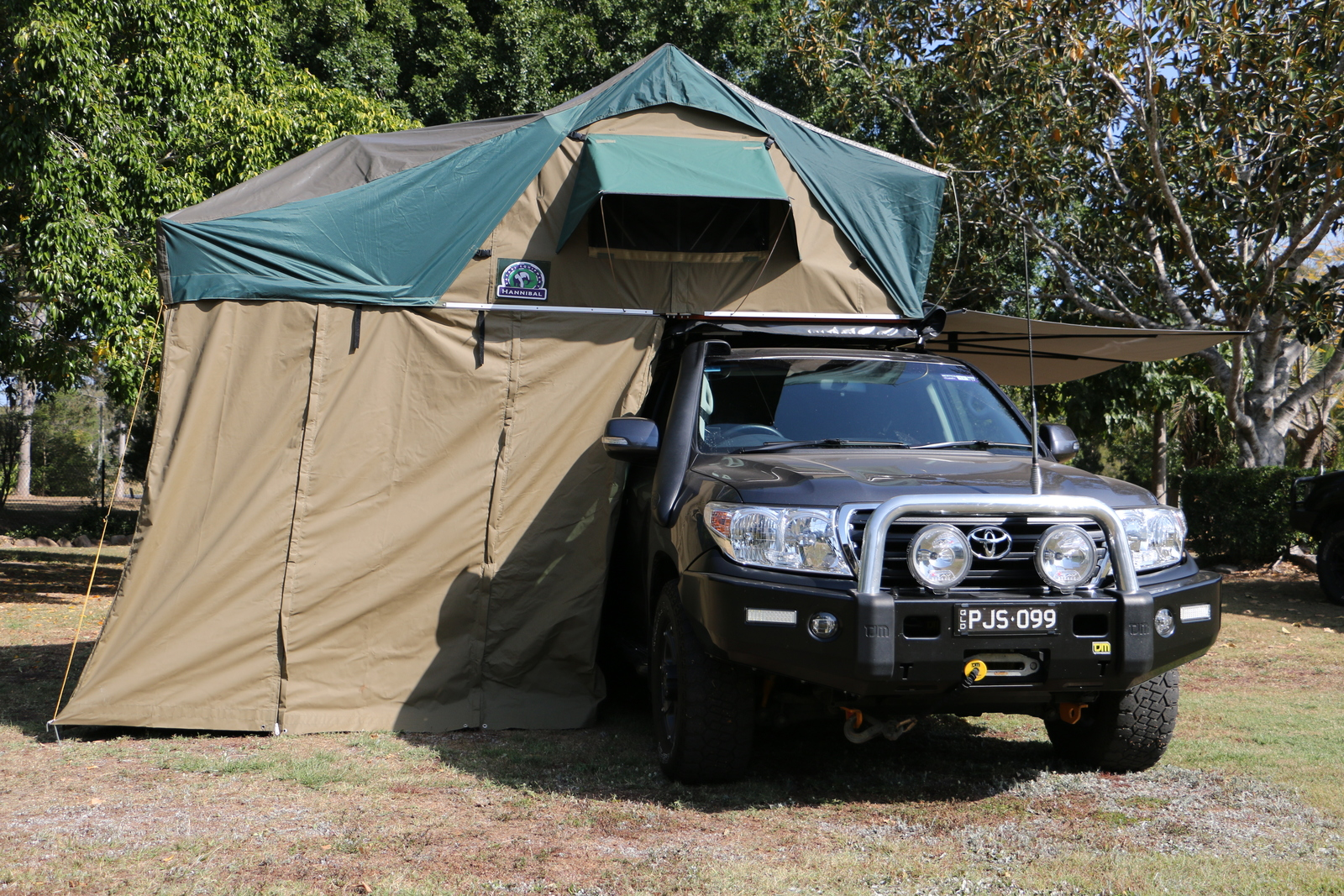 & Hannibal Roof Top Tent Jumbo with walls 1.4m - Remote Travel Products